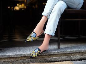 Tạm gác cao gót, đây mới là 5 mẫu giày/dép bệt bạn cần quan tâm nhất lúc này