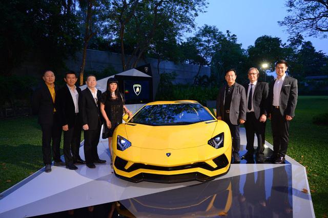 Siêu xe Lamborghini Aventador S ra mắt tại Thái Lan với giá lên đến 22,8 tỷ Đồng - Ảnh 9.