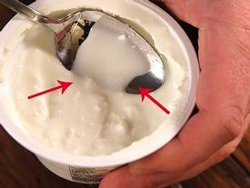 Mọi người thường bỏ thứ nước này đi khi ăn sữa chua nhưng không thể ngờ về sự 'tinh túy' của nó