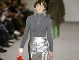Váy thảm ô tô, ví hình gương xe, đây chính là những item độc nhất của Balenciaga mùa này!