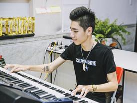 Chàng trai mệnh danh 'thánh đàn organ' biến tấu hit 'Gặp mẹ trong mơ' thành bản DJ sôi động