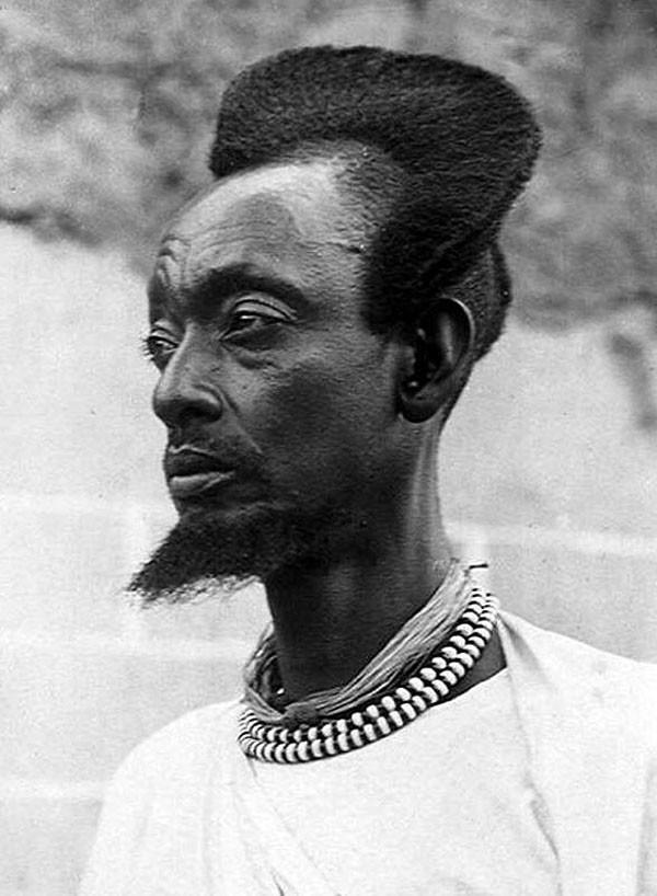 Với người Rwandan, mốt tóc vầng trăng khuyết là một nét văn hóa thời trang độc đáo - Ảnh 3.