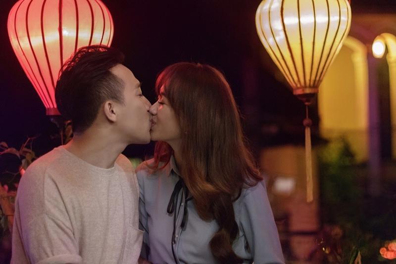 Tan chảy với nụ hôn Trấn Thành dành cho Hari Won ngày 8/3-4