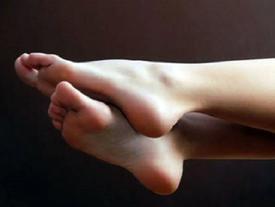 Trời sinh bàn chân không phải chạm đất, cả đời phú quý nhờ tướng chân 'đài các' này