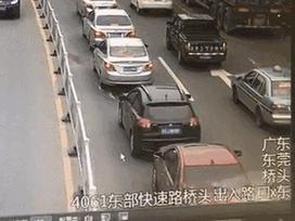 Xe mất lái gây tai nạn kinh hoàng, phá hỏng 14 chiếc ô tô trên đường phố