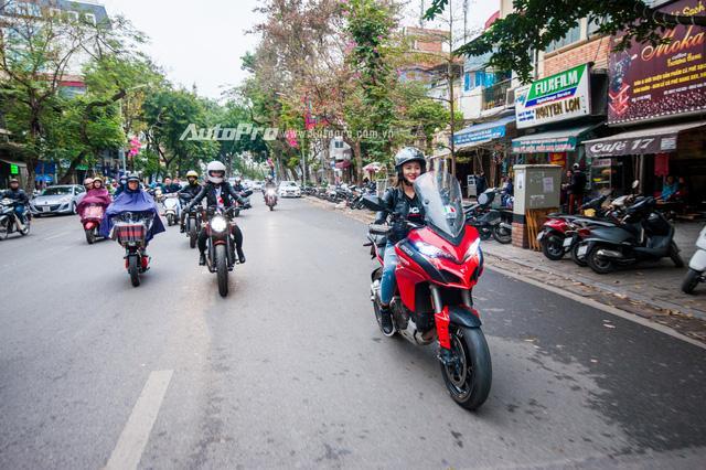 Hà Nội: Dàn nữ biker xuống phố ngày 8/3 - Ảnh 2.