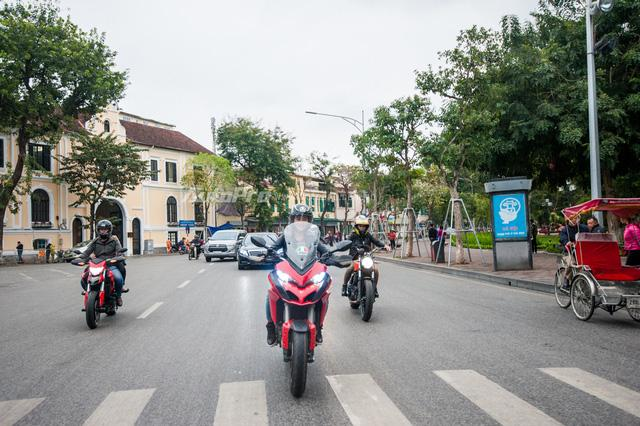 Hà Nội: Dàn nữ biker xuống phố ngày 8/3 - Ảnh 8.