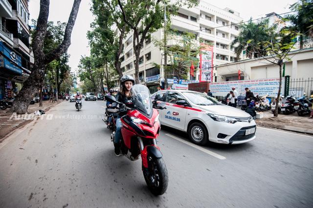 Hà Nội: Dàn nữ biker xuống phố ngày 8/3 - Ảnh 7.