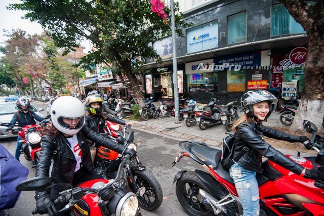 Hà Nội: Dàn nữ biker xuống phố ngày 8/3 - Ảnh 1.