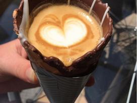 2017 rồi, người ta không uống cà phê trong cốc mà dùng thứ này đây!