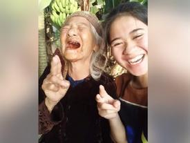 Cô cháu gái lém lỉnh 'rủ' bà nội làm trò 'cute' khiến dân mạng đứng ngồi không yên