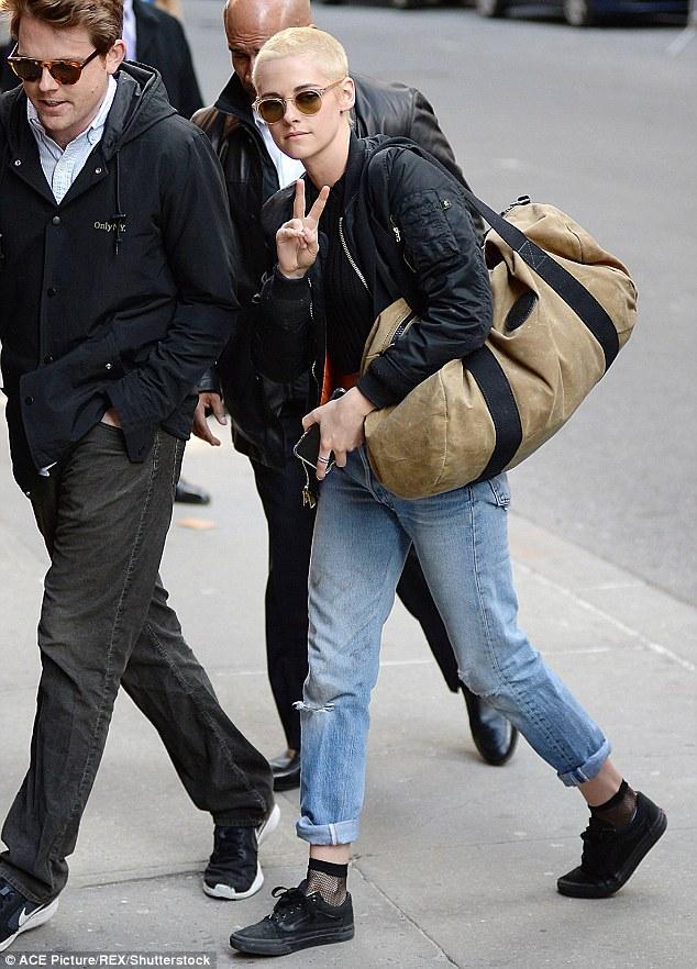 Kristen Stewart chứng minh: Đã đẹp thì cạo đầu vẫn đẹp đến lạ! - Ảnh 10.