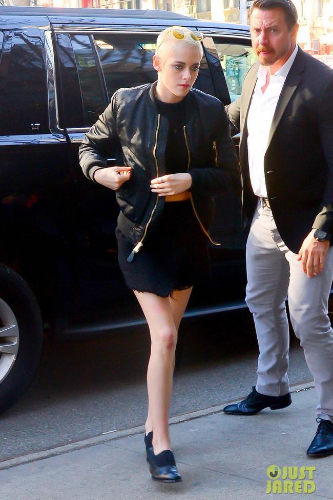 Kristen Stewart chứng minh: Đã đẹp thì cạo đầu vẫn đẹp đến lạ! - Ảnh 1.