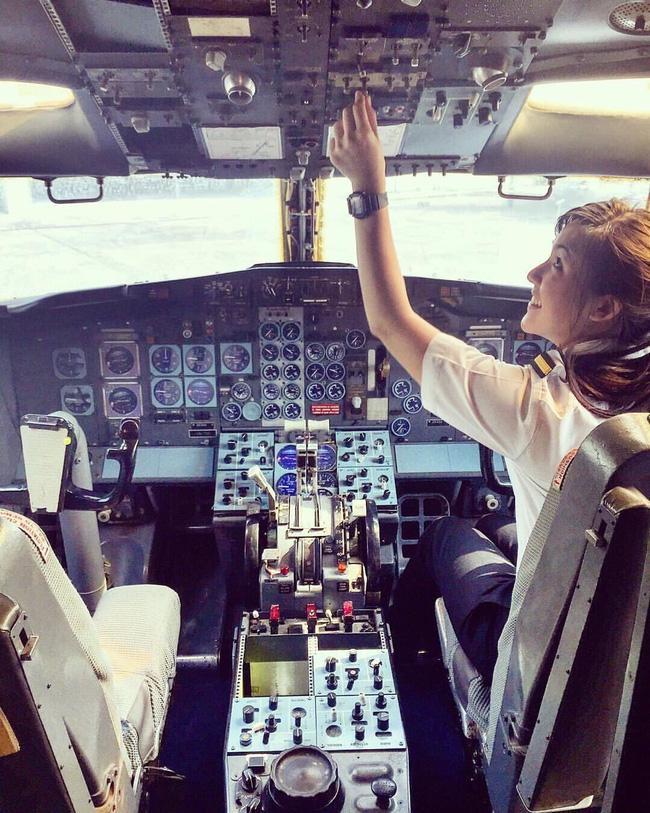 Nhan sắc nữ phi công được mệnh danh là xinh đẹp nhất Thái Lan - Ảnh 1.