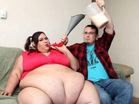 Truyện cười: Cô ăn thế thì sạt nghiệp nhà tôi à?