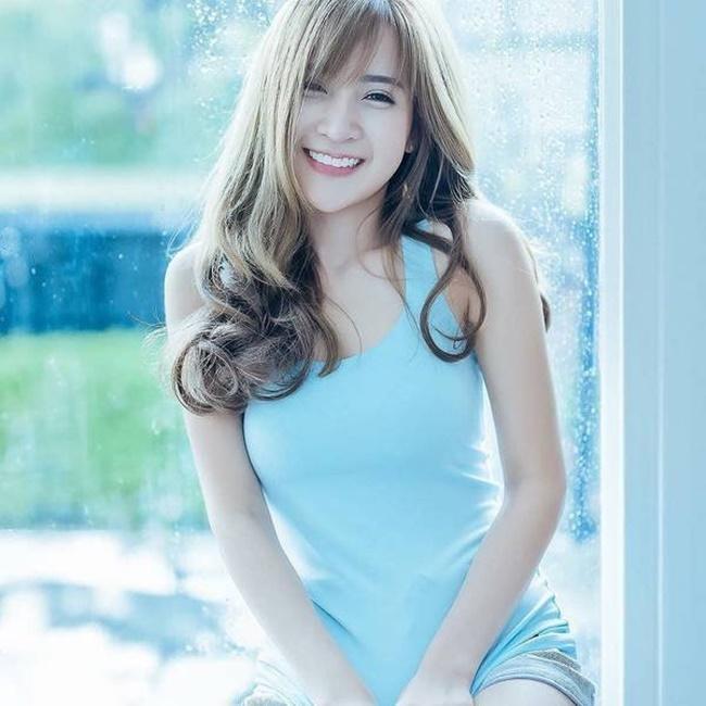 Cô gái Thái Lan đẹp mọi góc độ khiến dân mạng ngẩn ngơ