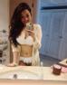 Thuỷ Top cũng là một trong những mỹ nhân thích selfie trong phòng tắm. Cô không quên khoe thân hình đẫy đà khi tạo dáng trước gương.