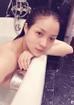 Trong chuyến du lịch nghỉ dưỡng tại Thái Lan, cô lại một lần nữa khiến fan đứng ngồi không yên khi khoe ảnh nữa kín nửa hở trong lúc tắm.