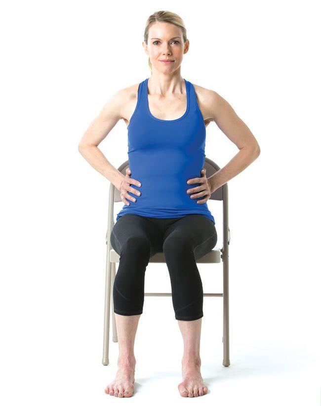 Giảm stress ngay tức khắc với bài tập yoga trên ghế này - Ảnh 1.