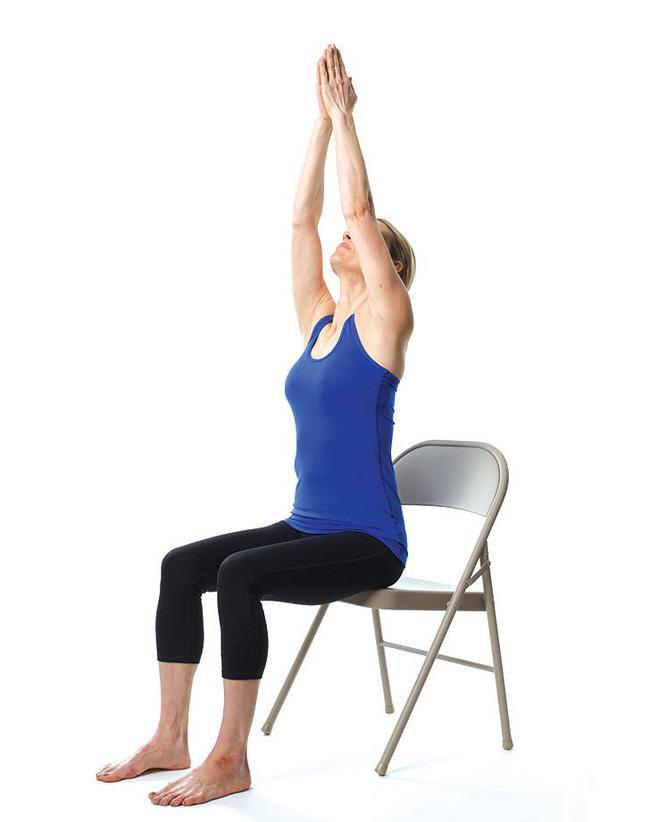 Giảm stress ngay tức khắc với bài tập yoga trên ghế này - Ảnh 3.
