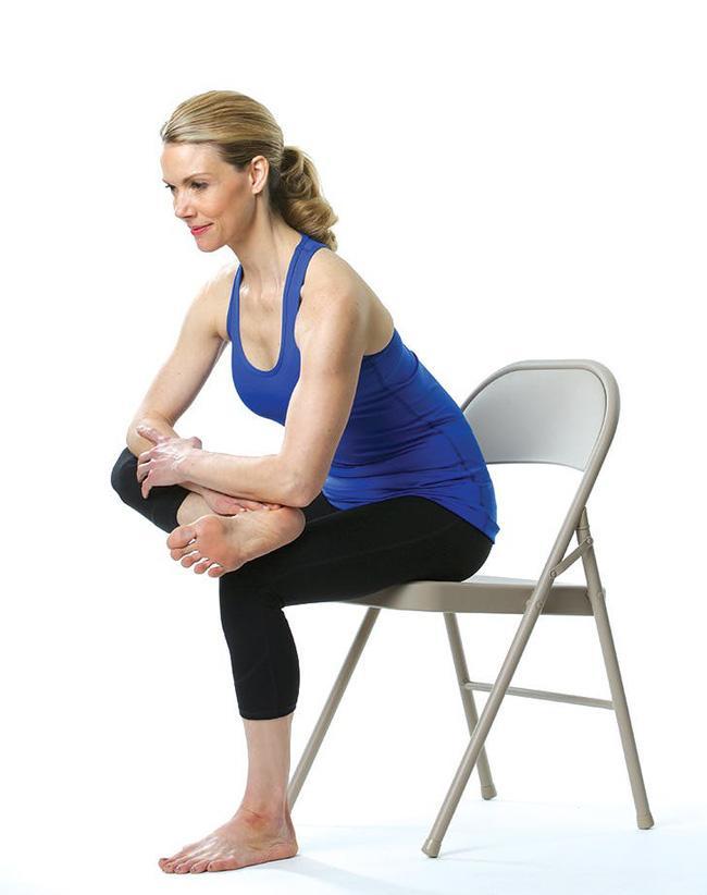 Giảm stress ngay tức khắc với bài tập yoga trên ghế này - Ảnh 6.