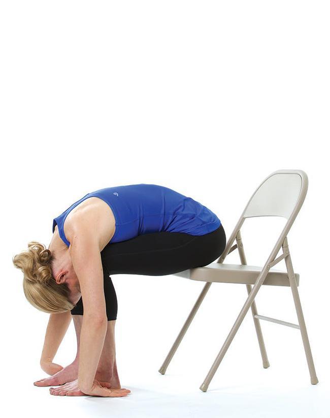 Giảm stress ngay tức khắc với bài tập yoga trên ghế này - Ảnh 9.