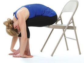 Giảm stress ngay tức khắc với bài tập yoga trên ghế này