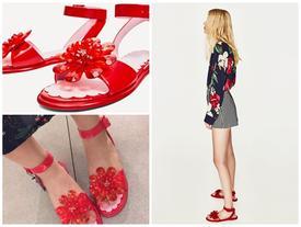 """Sau """"dép lau nhà"""", Zara lại ra đôi dép nhựa hoa đỏ order về thể nào cũng khóc thét"""