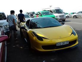 """Cặp đôi siêu xe độ Ferrari 458 Italia và Audi R8 """"phượt"""" xuống Vũng Tàu"""