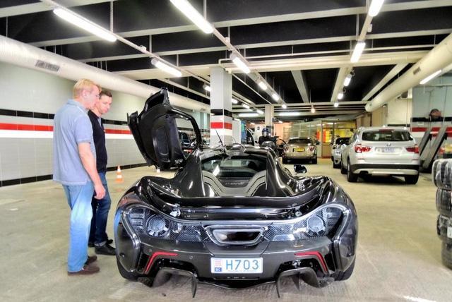 Cựu tay đua F1 Mika Pauli Hakkinen lái siêu xe triệu USD tham quan triển lãm Geneva 2017 - Ảnh 8.