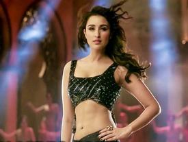 Hé lộ bí quyết giảm cân của mỹ nhân xinh đẹp bậc nhất màn ảnh Bollywood Parineeti Chopra