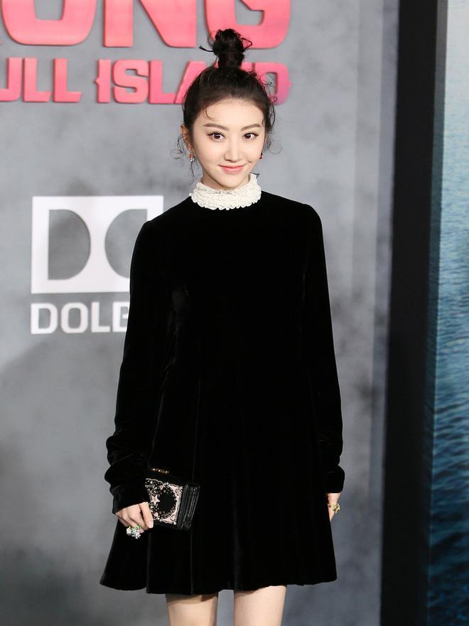 Đệ nhất mỹ nữ Bắc Kinh Cảnh Điềm nổi bật bên dàn sao Kong: Skull Island - Ảnh 1.