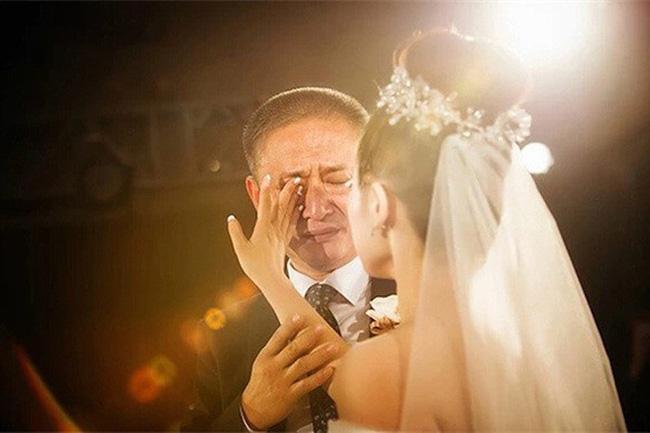 Đôi khi ba mẹ nghĩ rằng chọn đúng người thì sẽ hạnh phúc, nhưng chọn đúng sao có thể bằng yêu đúng? - Ảnh 1.