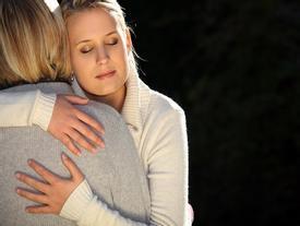 Mẹ dạy con gái: 'Có thai đừng đổ tại ai'