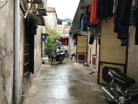 Hàng xóm chứng kiến cô gái bị đuổi về tận phòng trọ, cố van xin nhưng bạn trai vẫn xuống tay sát hại