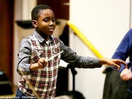 Cậu bé 11 tuổi trở thành nhạc trưởng trẻ nhất thế giới