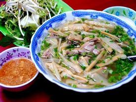 Những món ăn đường phố lúc cũng đông nghịt khách ở Sài Gòn