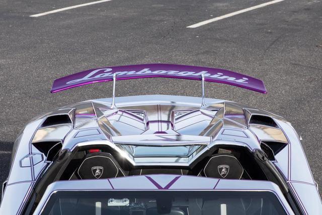 Lamborghini Aventador SV mui trần nổi bật với bộ cánh mạ crôm phối tím - Ảnh 8.