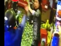 Thanh niên nghi 'ngáo đá' chém liên tiếp một người phụ nữ
