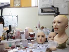 Hé lộ bên trong nhà máy sản xuất búp bê tình dục lâu đời nhất Nhật Bản