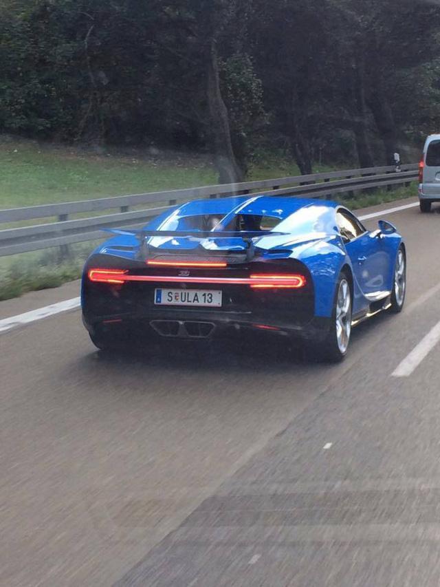Bắt gặp Bugatti Chiron của cựu chủ tịch Volkswagen trên đường không giới hạn tốc độ - Ảnh 1.