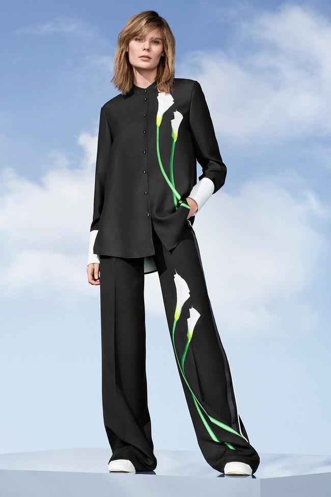 Lần đầu tiên trong đời, Victoria Beckham ra đường chỉ với một trang phục giá hơn 1 triệu đồng! - Ảnh 5.