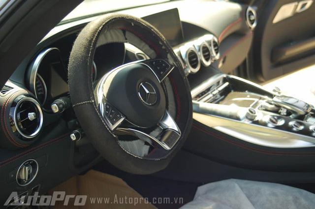 Bộ đôi siêu xe Mercedes-Benz hàng hiếm của đại gia Trung Nguyên cùng nhau đọ dáng - Ảnh 12.