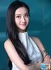 Sinh ra trong một gia đình danh giá, Cảnh Điềm là con gái của một người có chức có quyền trong chính phủ Trung Quốc. Không những thế cô còn có mối quan hệ thân thiết với Vương Kiện Lâm, người giàu nhất xứ Trung. Bạn trai cô là Lộ Chinh, cổ đông lớn của Wanda, tập đoàn đã mua lại hãng phim Legendary Entertainment của Hollywood với giá 3,5 tỷ USD.