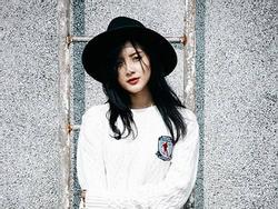 Điều chưa biết về cô gái xinh đẹp diễn xuất cùng Soobin Hoàng Sơn trong MV mới