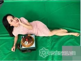 Dân mạng ra tay giúp BTV Hoài Anh photoshop ảnh nằm trên bãi biển cực hài