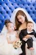 Tự tin với gu thời trang sành điệu, bà mẹ một con luôn là stylist riêng đắc lực cho hai nhóc tỳ đáng yêu của mình.