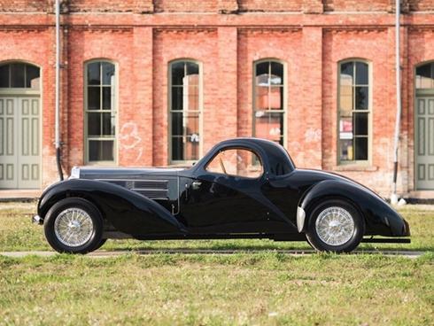 Siêu xe Bugatti phủ bụi trong nhà để xe giá 4,4 triệu USD