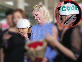 Biểu cảm đáng yêu của 'Nữ hoàng tạo dáng' Coco Rocha khi nhận quà độc từ fan Việt