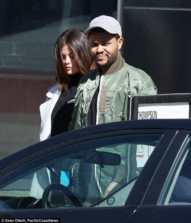 Selena Gomez xinh đẹp lộng lẫy đi hẹn hò đêm khuya với The Weeknd - Ảnh 11.